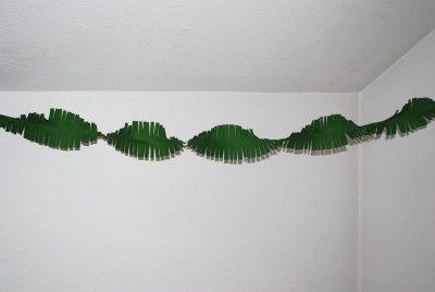dschungelgirlande aus krepppapier mottoparty zirkus jungle unterwasser pinterest. Black Bedroom Furniture Sets. Home Design Ideas