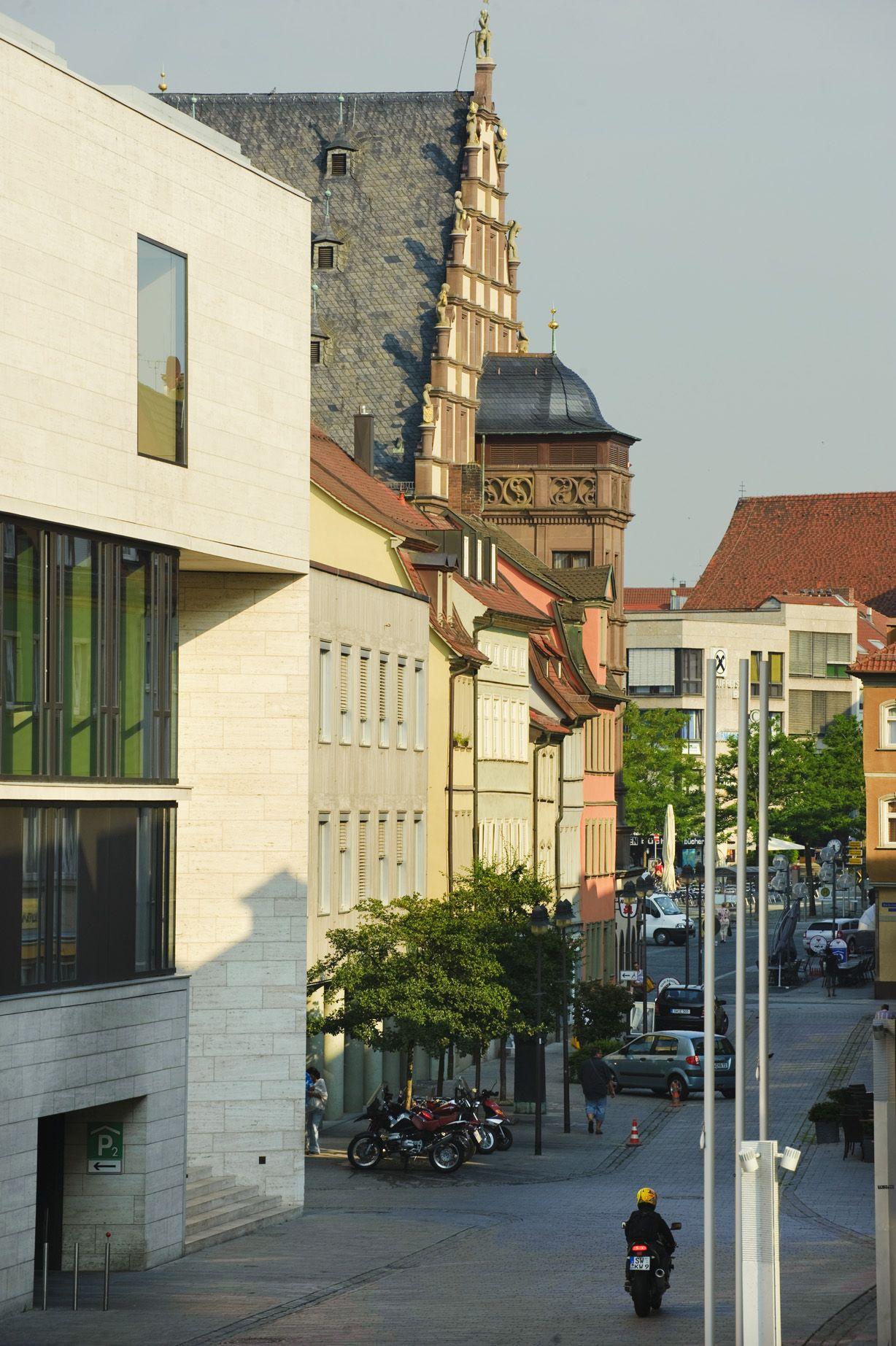 Abendstimmung in Schweinfurt. Blick auf das Rathaus. http://www.schweinfurt360.de/ #Abend #Rathaus #Blick