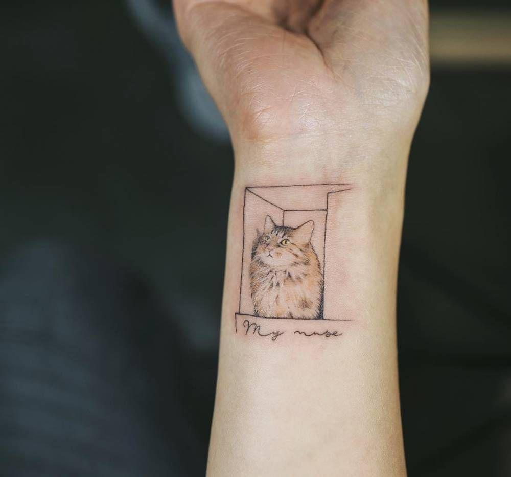 Small Cat Inside A Box Tattoo On The Right Inner Wrist Artista Tatuador Sol Tattoo Cat Tattoo Designs Small Wrist Tattoos Tattoo Designs