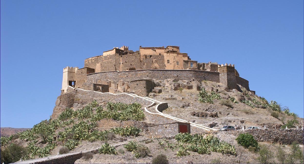 Tizourgane Kasbah patrimoine national datant du 13éme siècle se situe à une centaine de km d'Agadir entre Ait Baha et Tafraout dans un grenier fortifié sur un éperon rocheux.  Reconstruite sous l'influence de Jamal Moussali qui a restaurée la demeure de ses grands parents et l'a transformée en maison d'hôtes, avec un aménagement particulièrement soigné en plein cœur de la nature et sauvegardant l'architecture traditionnelle.