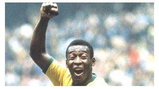 Pelé festejando su gol con Brasil ante Italia en la final de México 1970