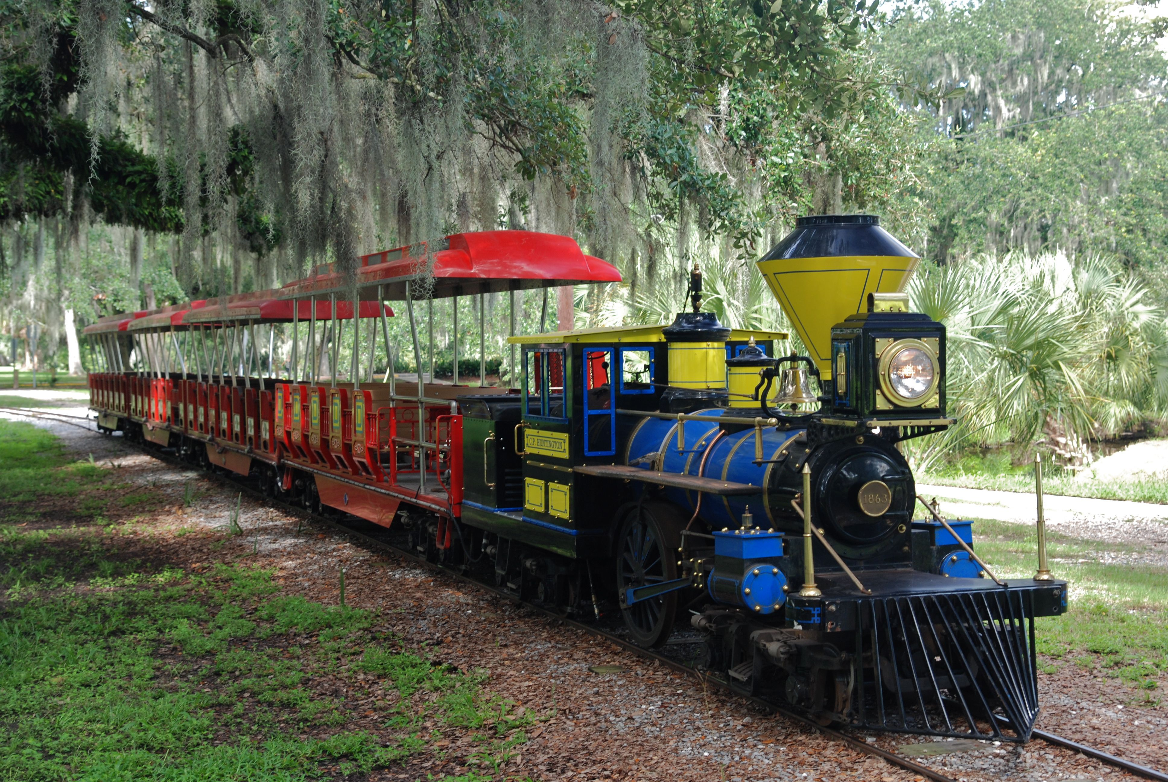 Carousel Gardens Amusement Park has mini trains! Great for any day ending in a 'Y' as well as birthday parties! http://www.neworleanscitypark.com/in-the-park/carousel-gardens