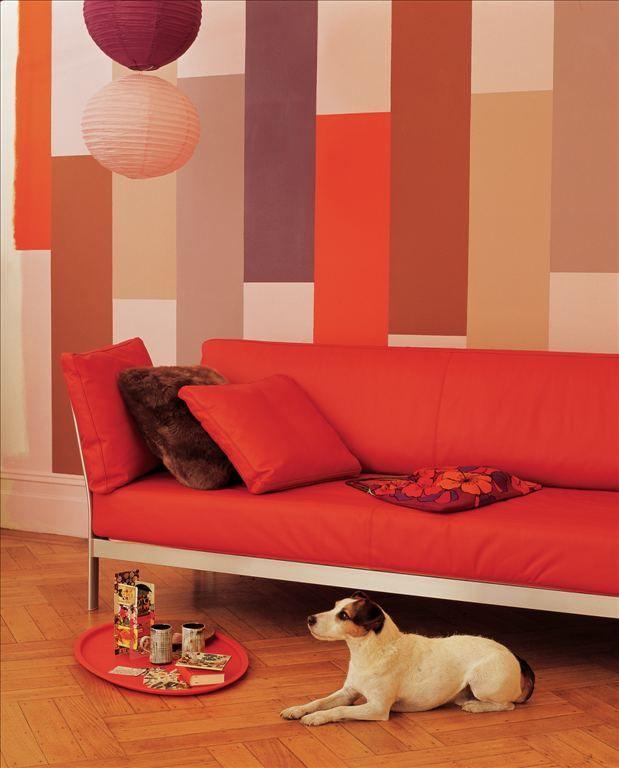 Cuando escuchamos patchwork pensamos en retazos de textiles con diferentes estampados. Si quieres seguir la propuesta utilizada en el ambiente que ves en la imagen, de fondo puedes dejar una tonalidad cremosa, como Daydream (#90YR 76/086), seguido del rojo Shanghai (#29YR 19/621), el terracota Orange Cooper (#53YR 17/504) y uno dentro de la gama de los rosados Coral Reflection (#50YR 48/219). Del otro lado, trata el Violetta's Verse (#10RR 26/163) y el Suave Mauve (#10RR…