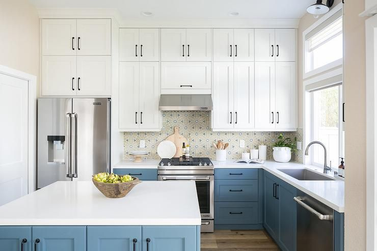 Best This Lovely White And Blue Kitchen Features A Blue Island 400 x 300