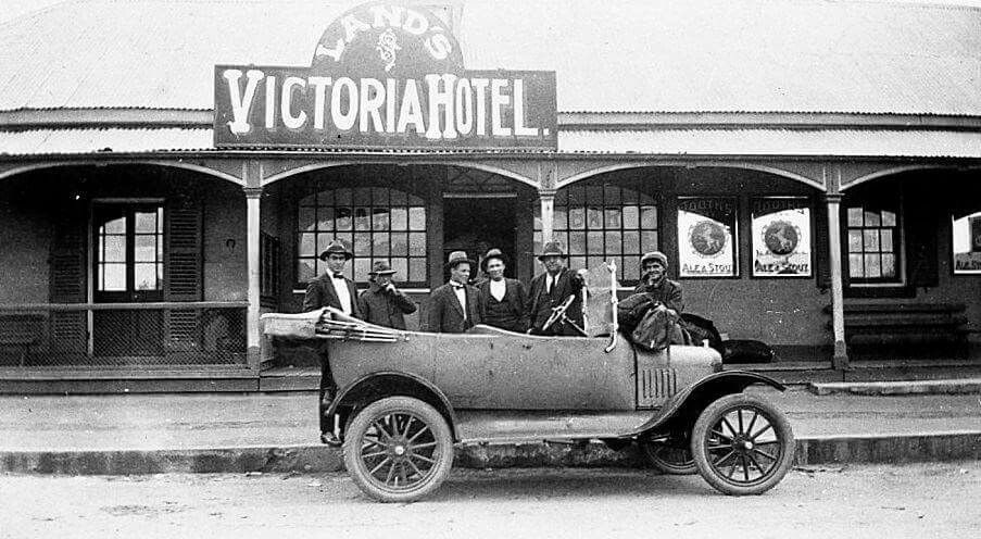 Victoria Hotel On Monaro St Queanbeyan In New South Wales 1925