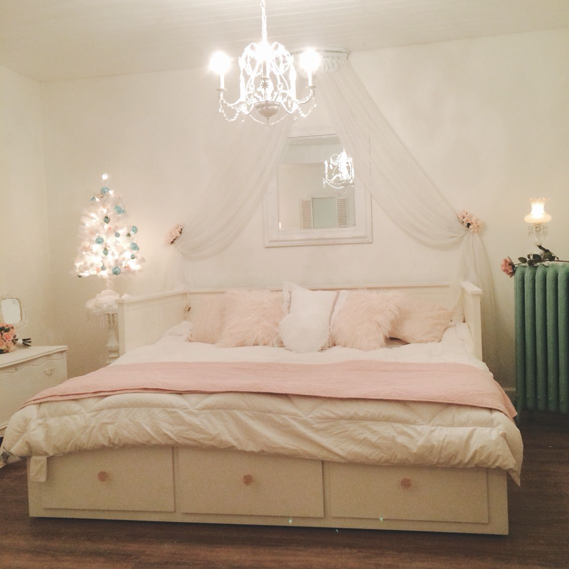 IKEA daybed, shabby, vintage, chalk paint Ikea hemnes