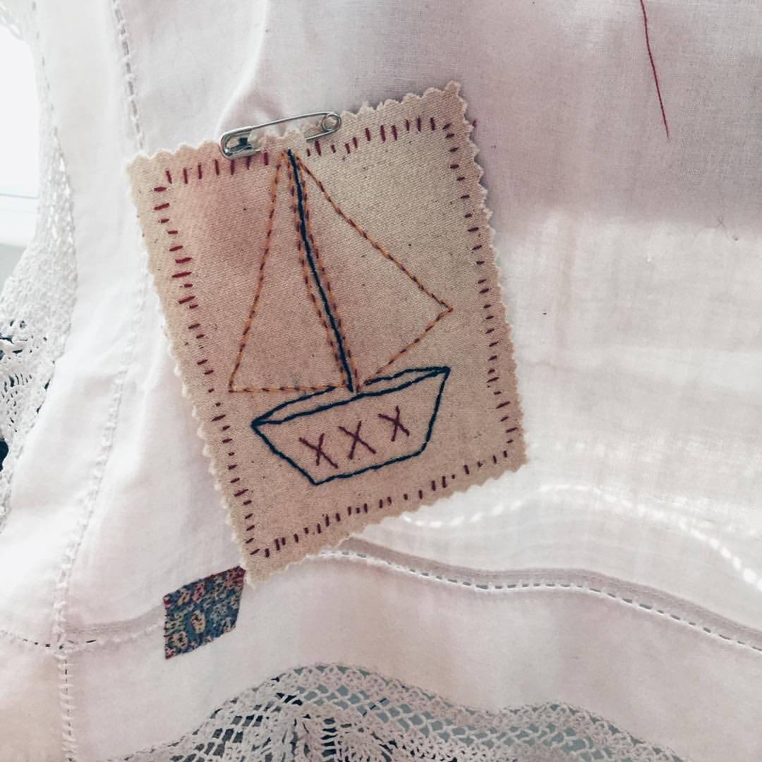 I've found a home for my little embroidered patch. #sewingmachinecover #jessiechorleytheshop #handembroidery #handstitched #slowsewing #slowstitching #stitch #sewing #sailingboat