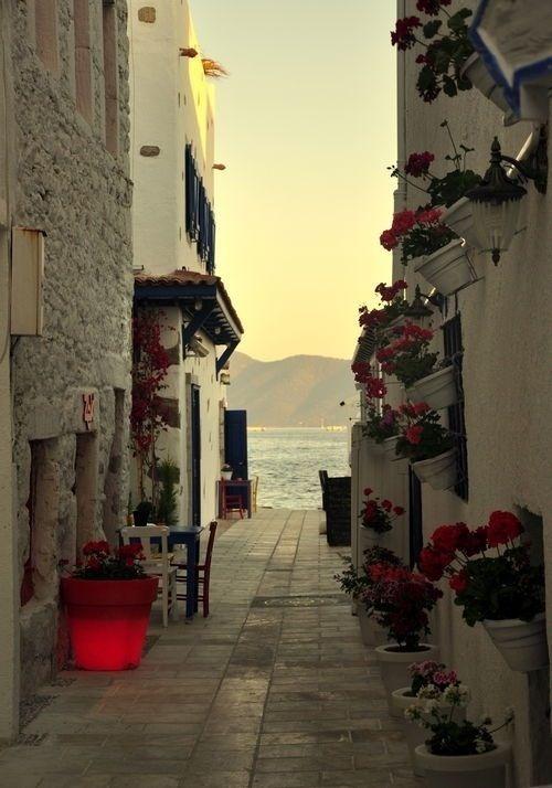 Walkway to the sea. Santorini, Greece