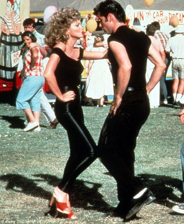 Greased Lightning Strikes Twice John Travolta And Olivia Newton John Team Up Again On Radio Show Parejas De Películas Películas Musicales Ideas De Disfraces De Parejas