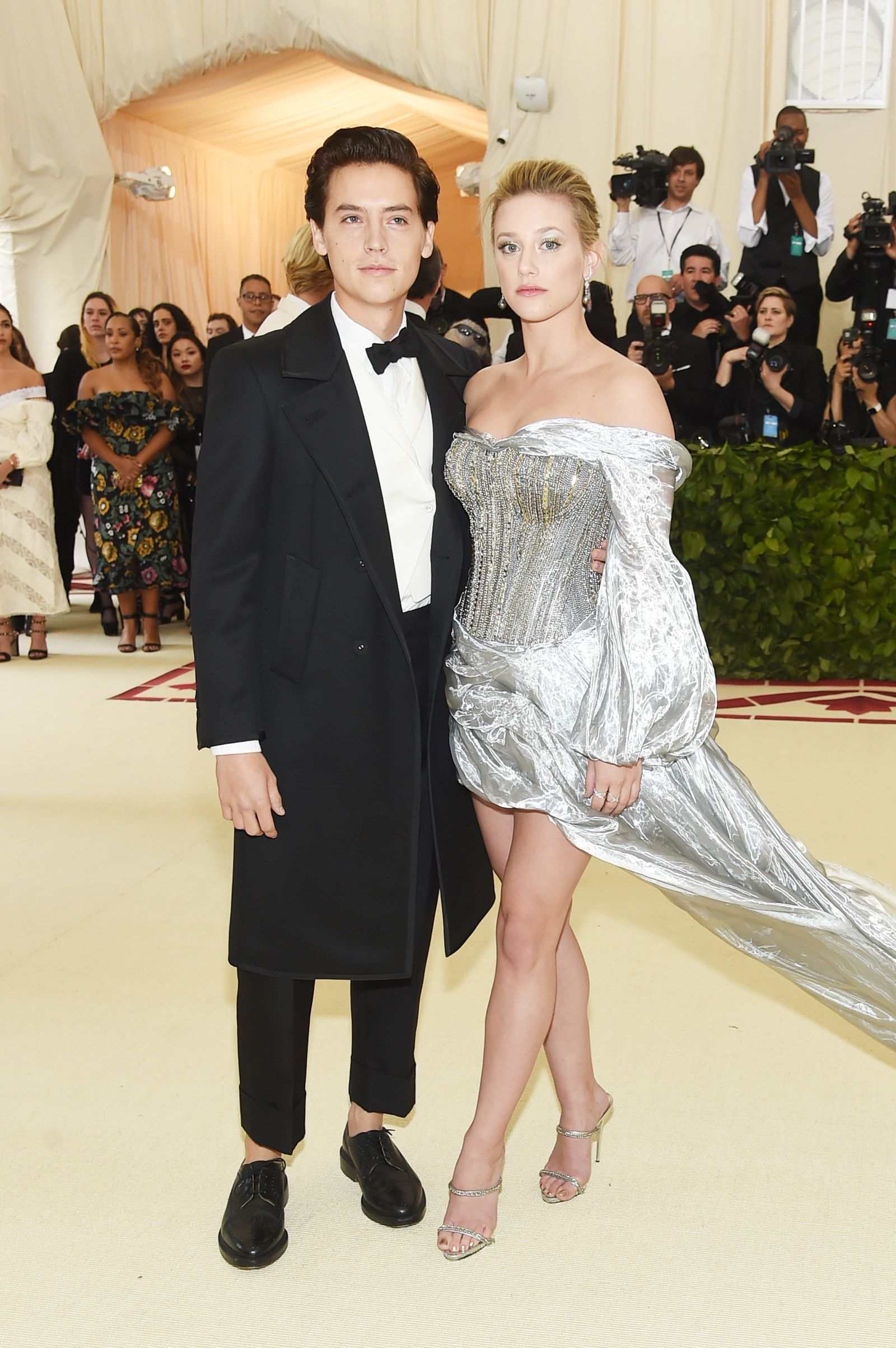 Lili Reinhart And Cole Sprouse Walked The Met Gala Carpet Together And Oh My Bughead Lili Reinhart And Cole Sprouse Celebrity Dresses Red Carpet Red Carpet Couples
