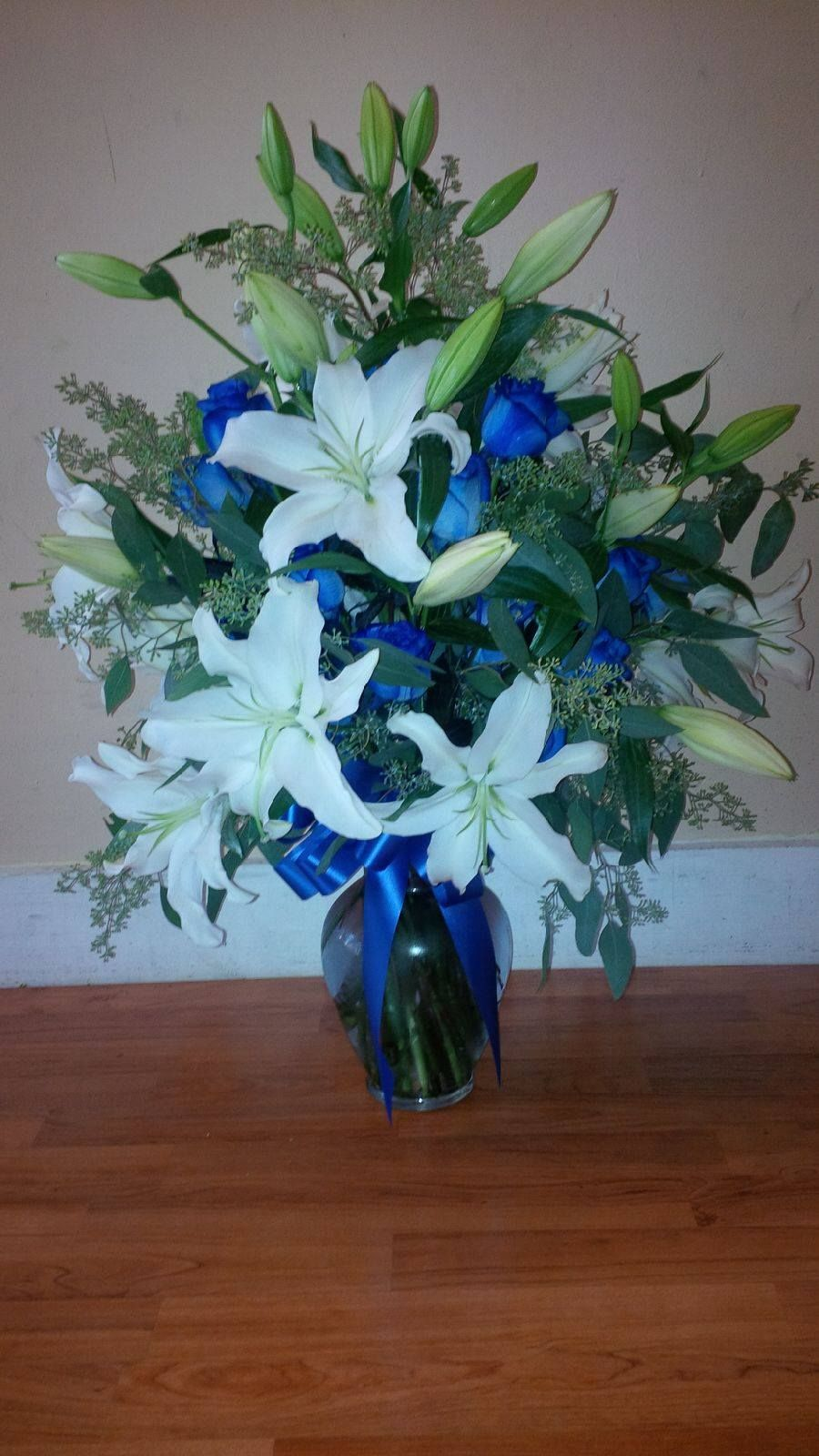 Crosslanesfloral blue dyed roses white oriental lilies crosslanesfloral blue dyed roses white oriental lilies local flower delivery oriental izmirmasajfo