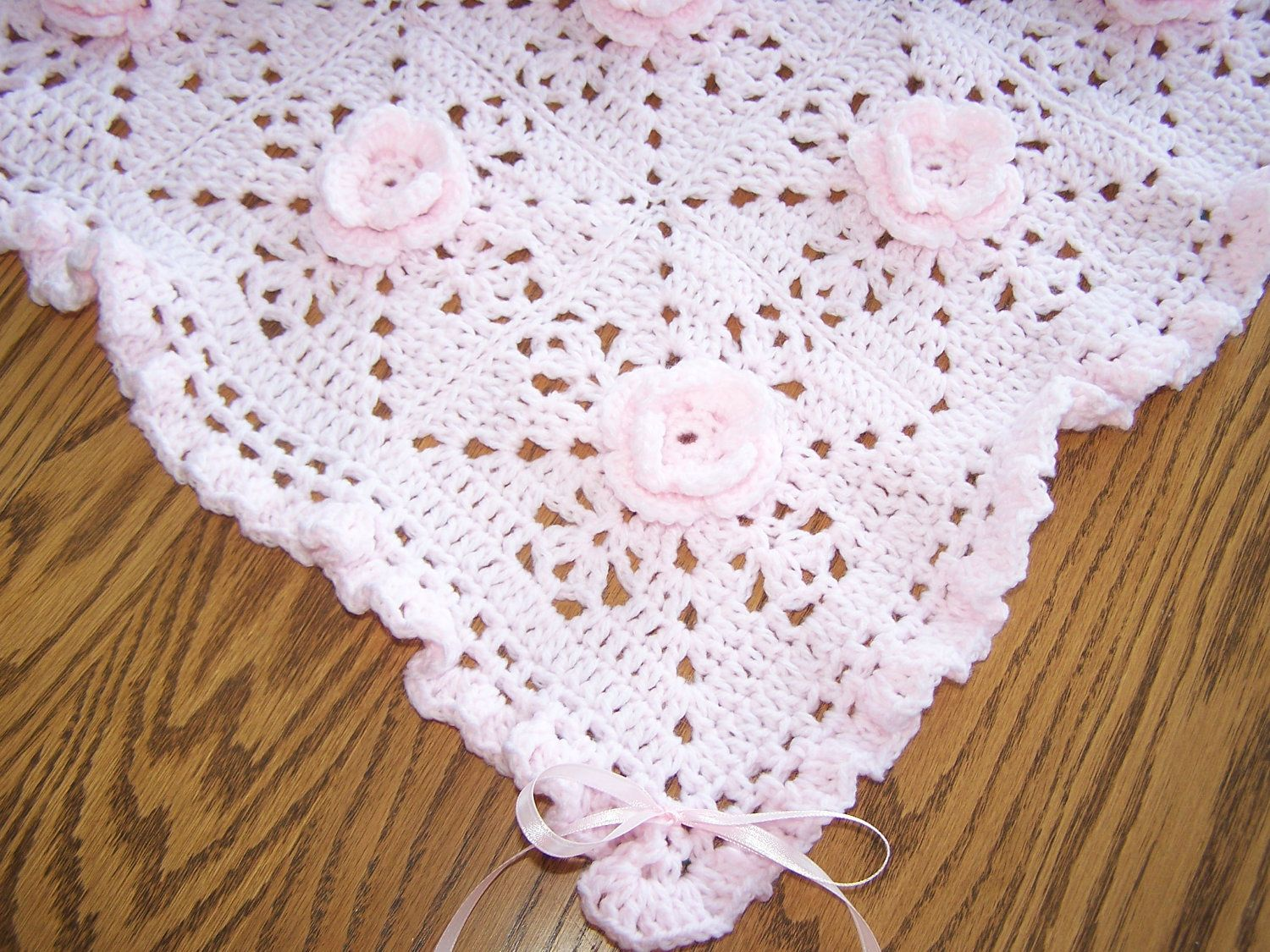 New Crocheted Pretty-In-Pink Roses Baby Afghan | Pinterest | Mantas ...