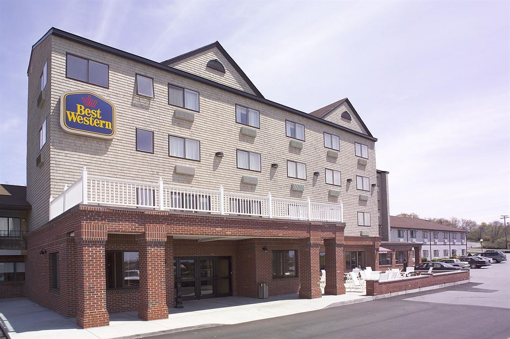 Day 1 3, Option 2. Best Western The Mainstay Inn, 126