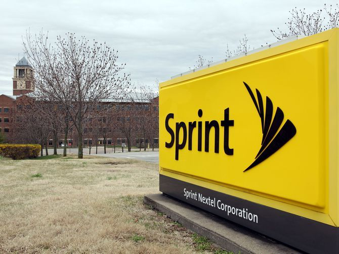 CNETNews: RT CNET: #Sprint customers are returning in droves. Really https://t.co/ltlqpYtZ7L https://t.co/3EmFXl7PI8