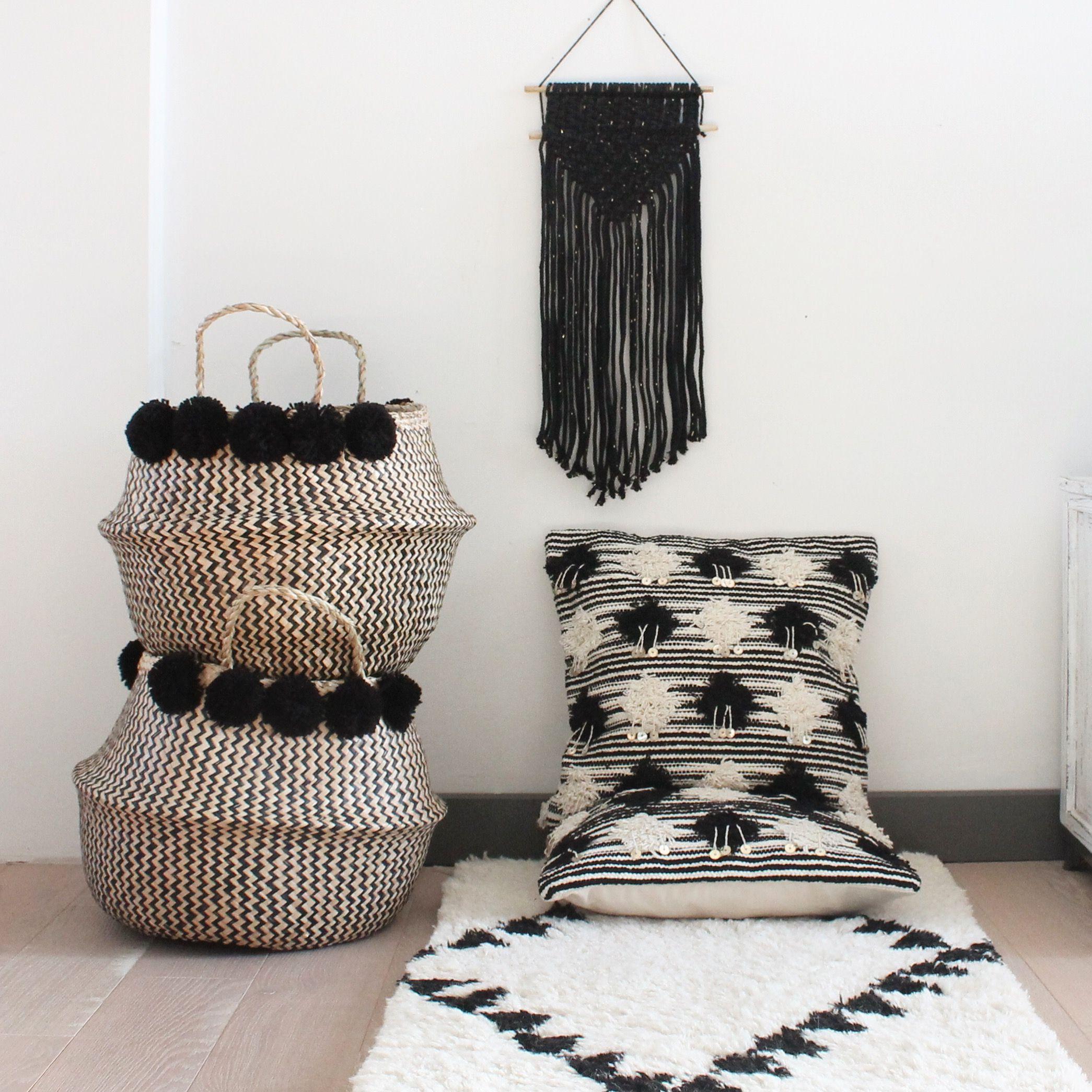 panier boule pompons et coussins berb re madam stoltz le. Black Bedroom Furniture Sets. Home Design Ideas