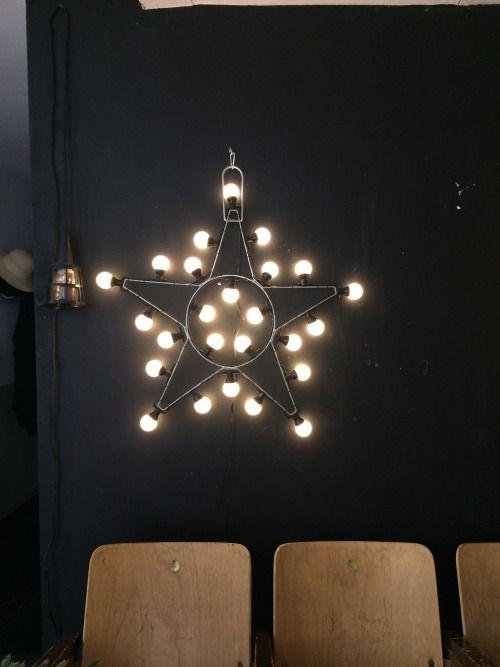 toile lumineuse avec de grosses ampoules ambiance d co pinterest grosse ampoule etoile. Black Bedroom Furniture Sets. Home Design Ideas
