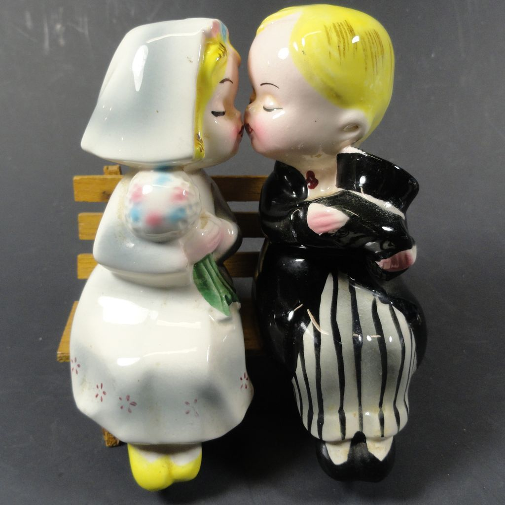 CG 10329 Teddy Bear Bride in Wedding Robe and Groom Salt and Pepper Shakers