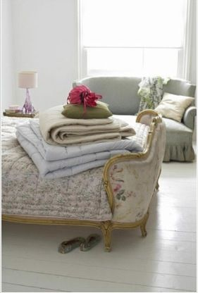 I have a thing for curved beds (have one myself...)