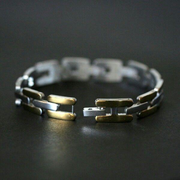Pulseira de Aço Trabalhado com Detalhes em Ouro http://www.luxjoias.com/pulseira-bracelete-aco-c-117_180.html