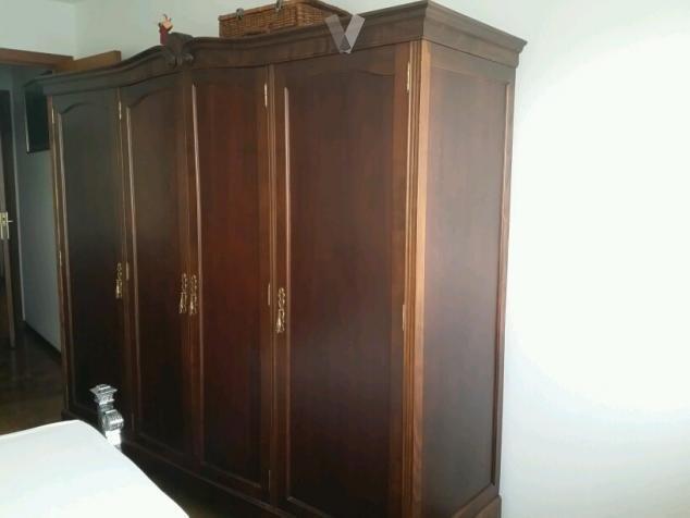 Armario clasico restaurado y de buena madera en A Coruña - vibbo - 87059696