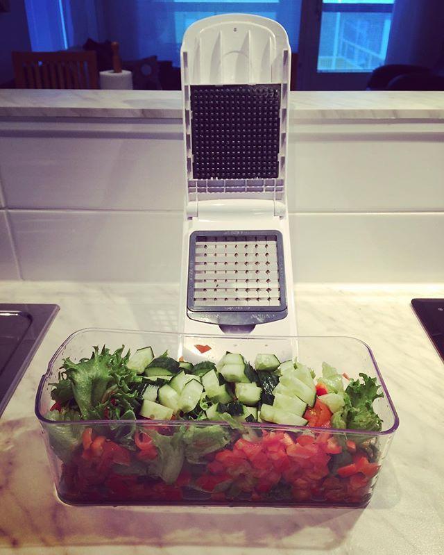 """Perfect... 5 minsaa ja päivän salaatti valmis! Täydellinen """"kodinkone"""" 🤗 #freshfood #food #salad #salaatti #kitchen #kitchentools #healtyfood #healtylife #gymlife  Yummery - best recipes. Follow Us! #kitchentools #kitchen"""
