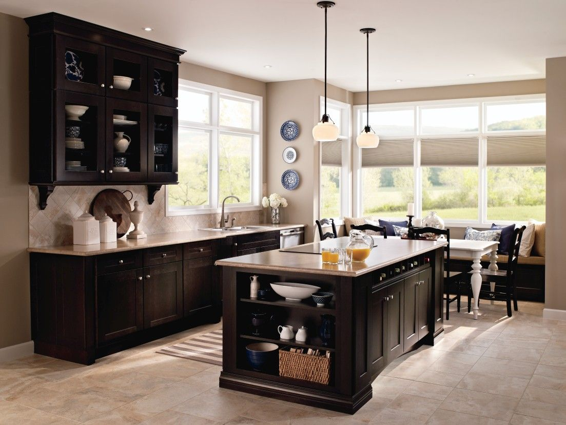 This beautiful kitchen was designed in the kemper 39 echo for Beautiful traditional kitchens