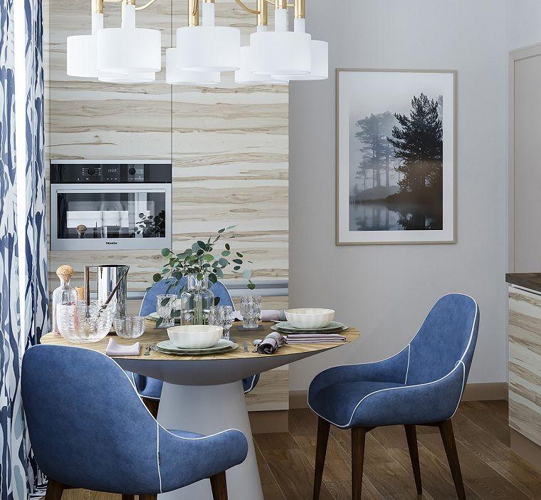 Cucina con set di mobili da pranzo tavolo rotondo e sedie for Sedie blu cucina