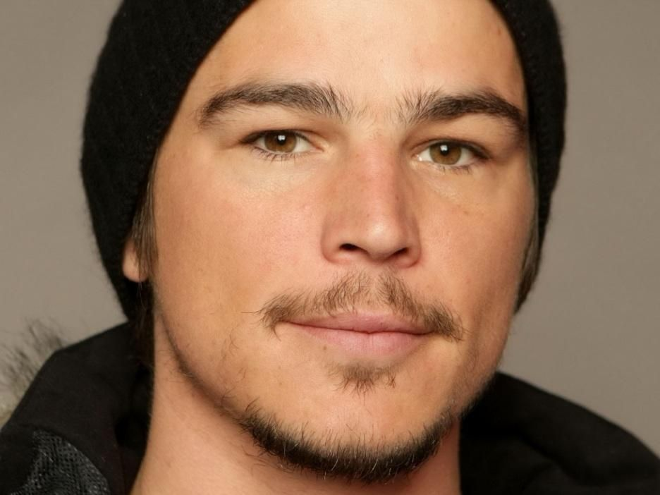 Larger resolution image of Josh Hartnett Actor Man Mustache Beard Smile  Face Brown Eyed at 936x702 uploaded by henriette 91c2c00666ad