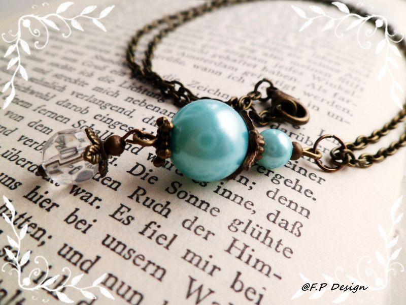 Hier biete ich eine schöne Vintagekette mit Perlenanhänger in Mint. Länge der Kette ca. 50cm.   Wird mit Karabiner geschlossen.     Die passenden Ohrr