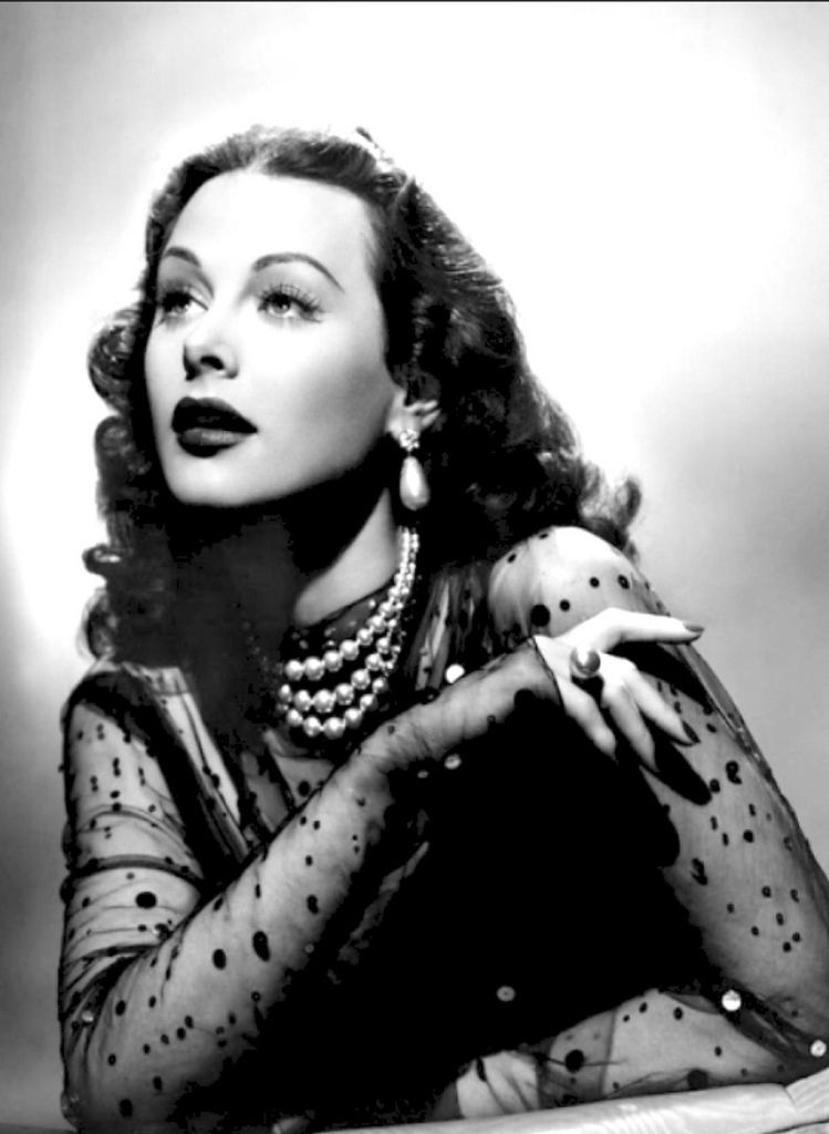Hedy Lamarr, glamour of the 1940s Hollywood
