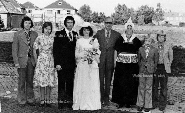 Bruin Keizer, geboren op 28-07-1922, overleden 22-03-2005 , zoon van Dirk Keizer (Dikke Dirk) en Christina de Boer (van Klaas van Jan van 't End). Gehuwd Geertrje Veerman geboren op 14-06-1925, overleden op 13-02-2000. Gezin. #NoordHolland #Volendam