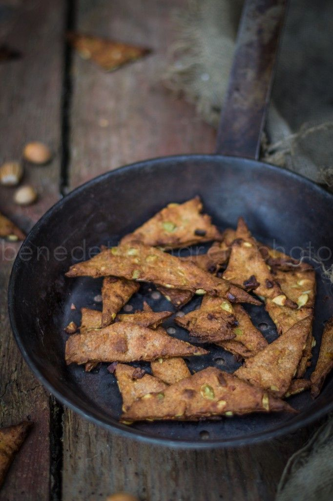 Volpina Pears and Black Pepper Vegan Crackers