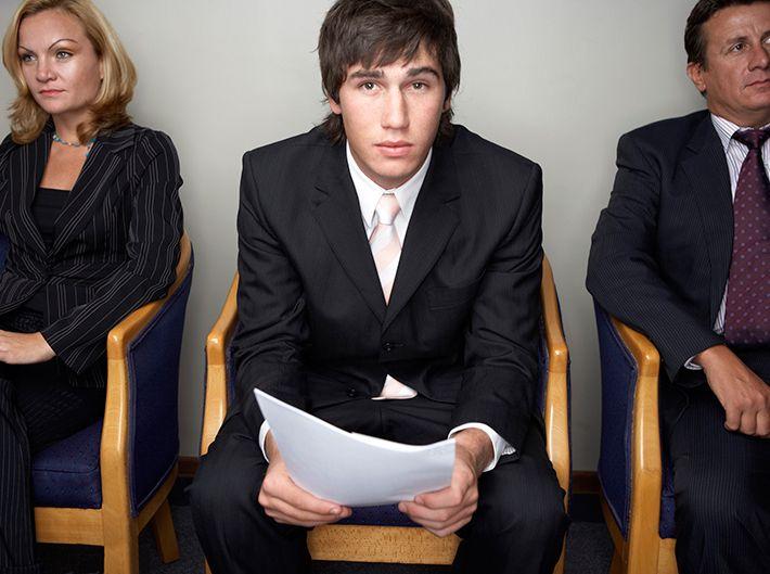 ¿Acabas de graduarte y vas a incorporarte al mercado laboral? Te ayudamos a decidir si aceptar o no tu primera oferta