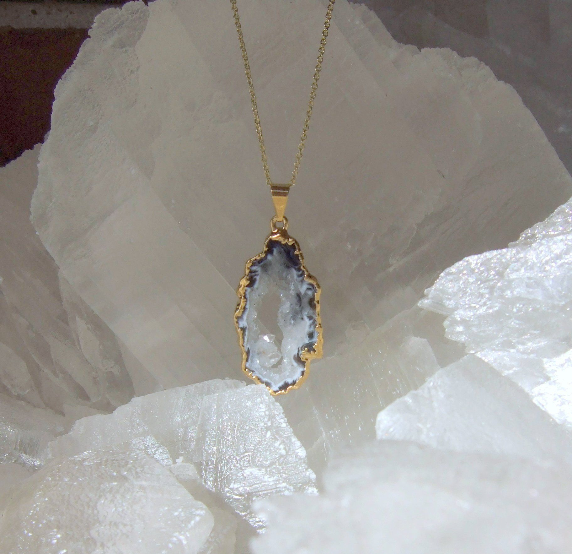 Gold Plated Genuine Mint Agate Crystal Necklace 28 Gold Chain Genuine Mint Agate Crystal Pendant Saffron Aspen Jewelry Necklaces In 2020