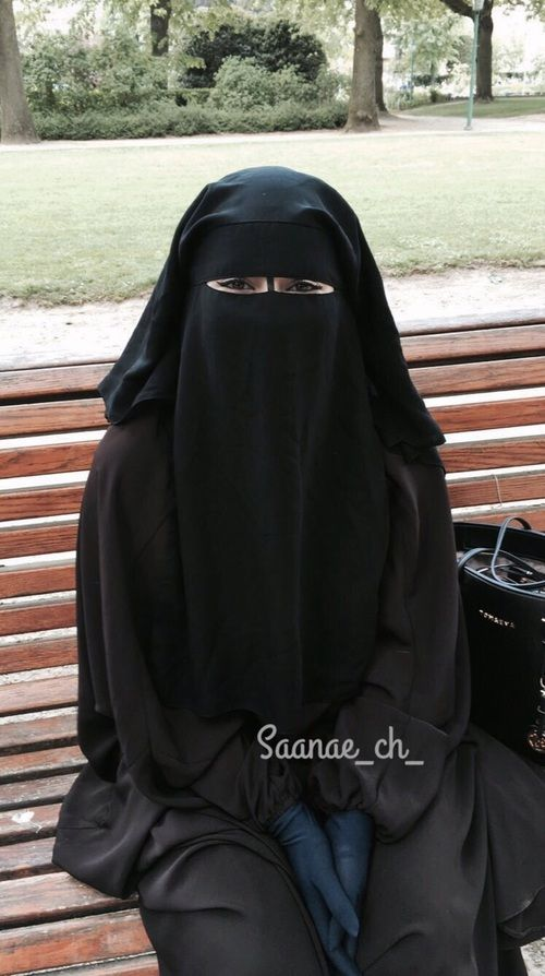 Munaqqabah on a Park Bench HIJABLOVE in 2019