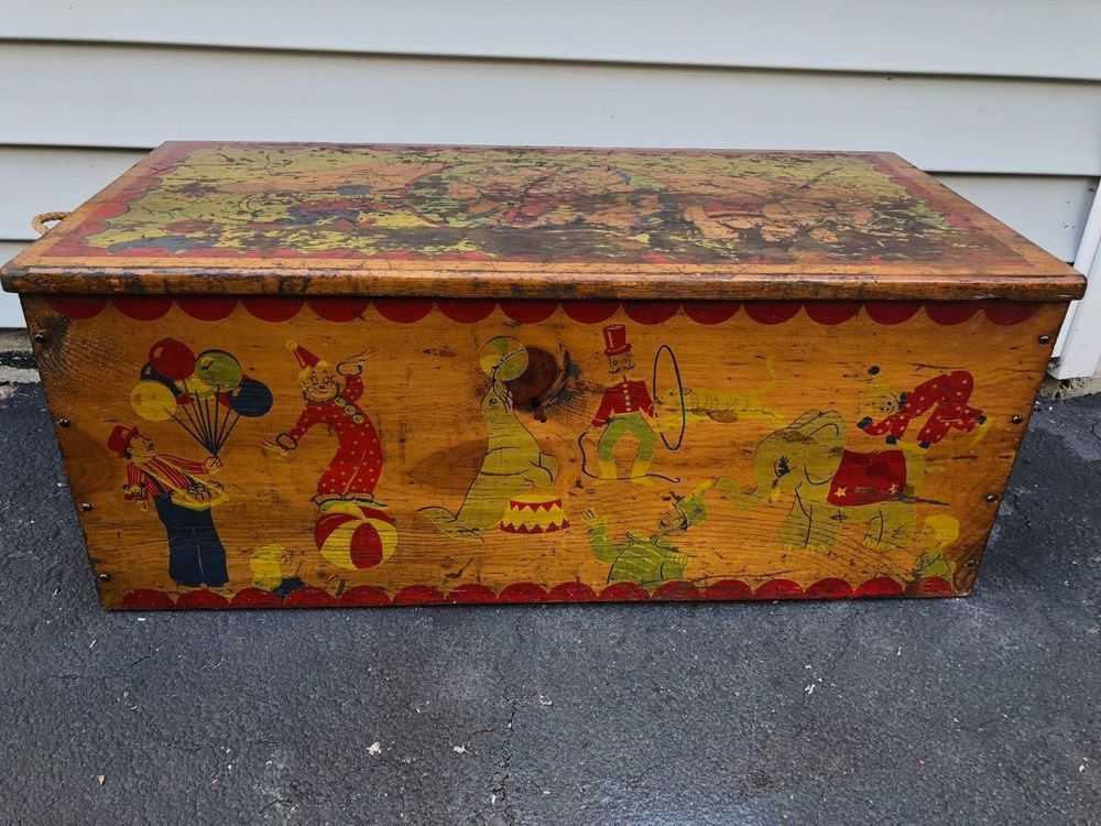 Vintage Antique Wood Toy Box Toy Chest With Circus Theme How To Antique Wood Wood Toy Box Toy Boxes