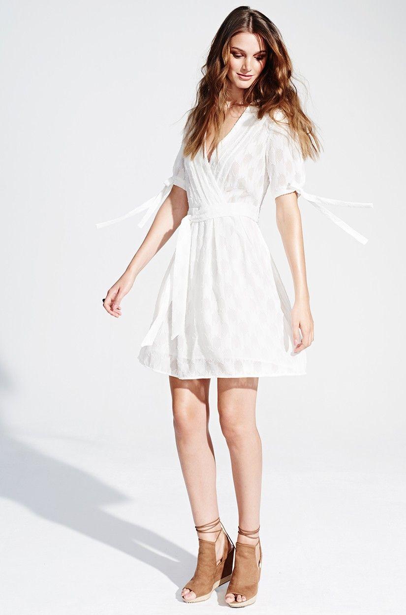 Weißes Spitzenkleid für den Sommer von KALA Fashion