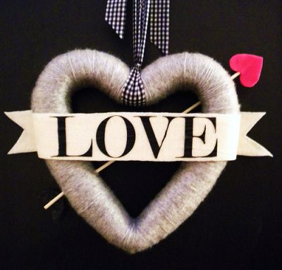 Valentine wreath - follow its link and learn how to make it