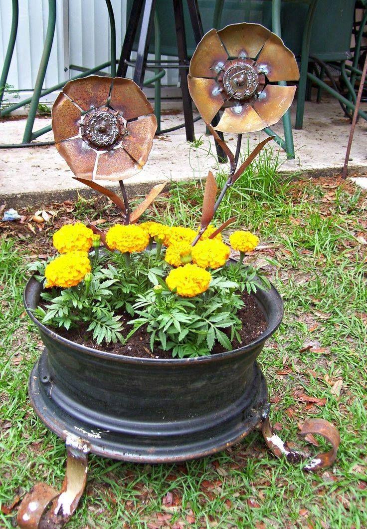 Tire Rim Planter DIY......... Diy garden furniture