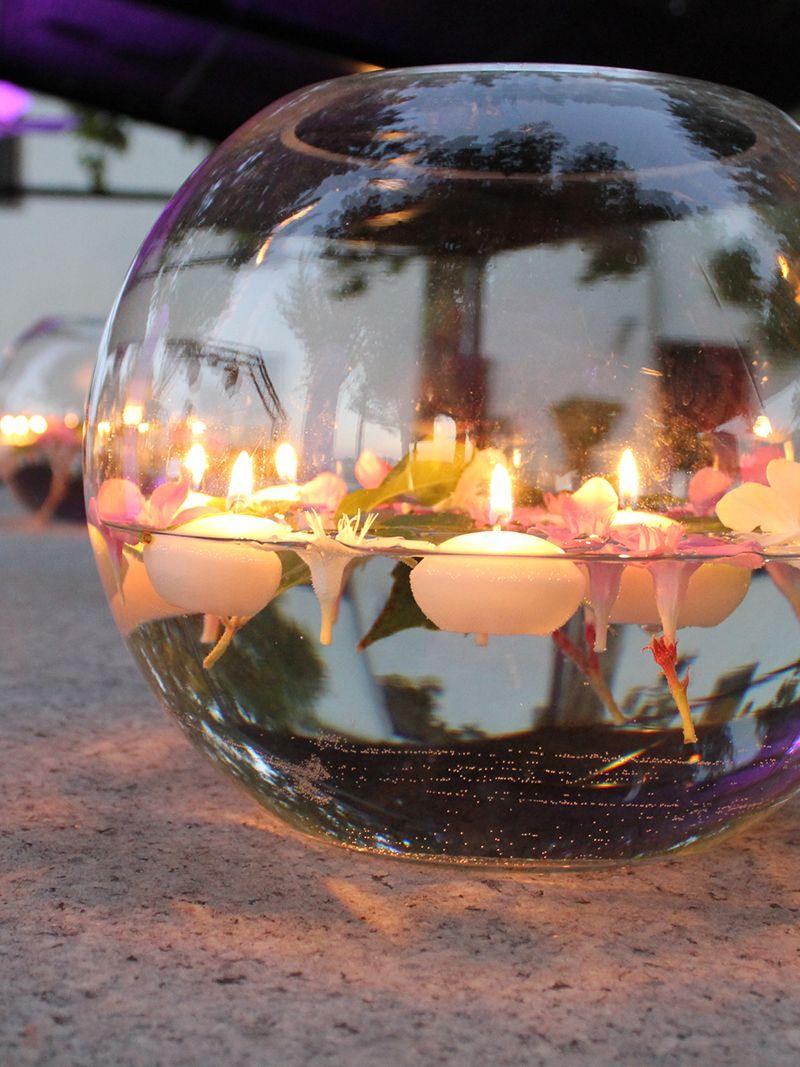 Decoración con velas y flores en #boda #Finca Malpartida