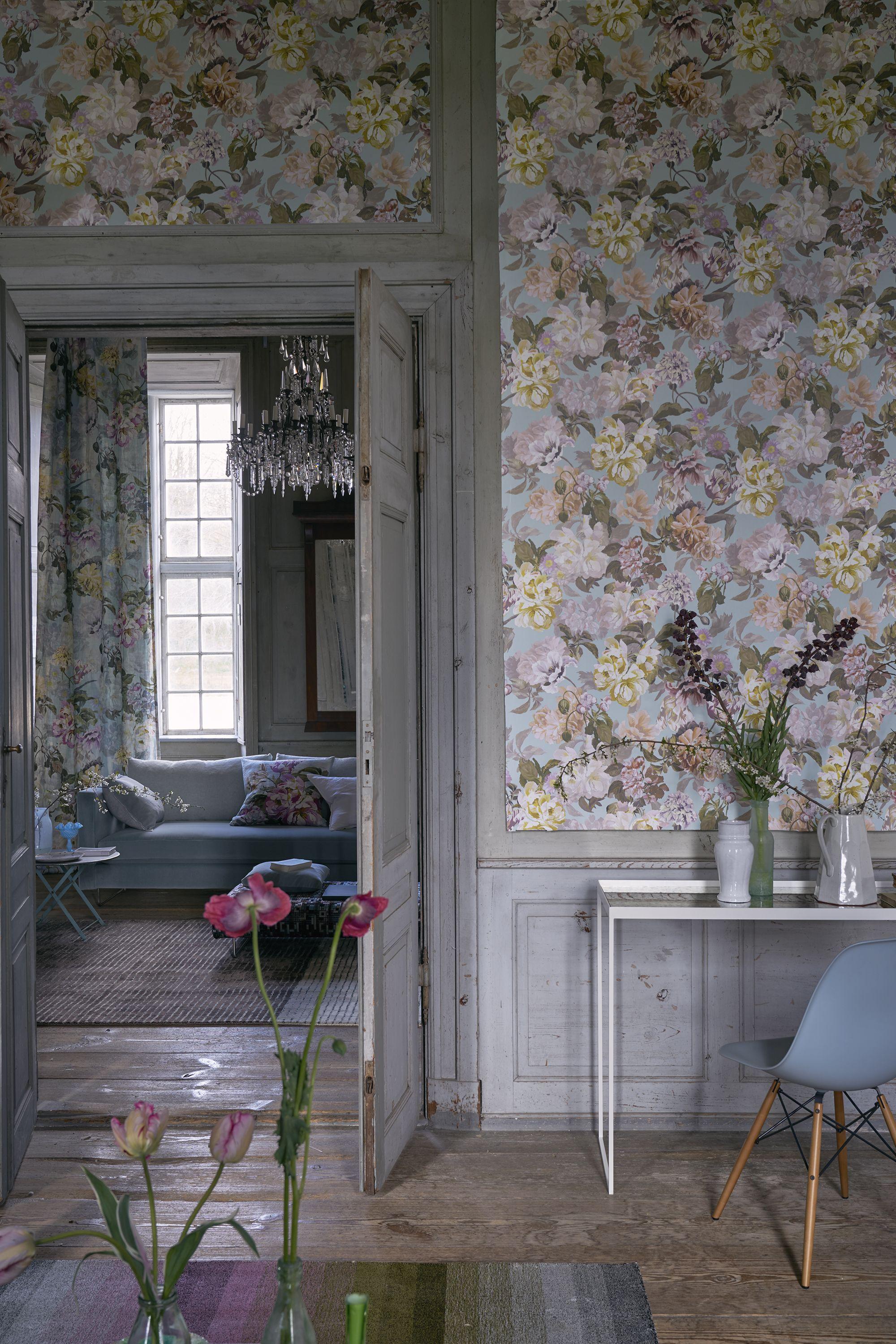 designers guild delft flower wallpaper dcor de papier peint papier peint fleurs chambres