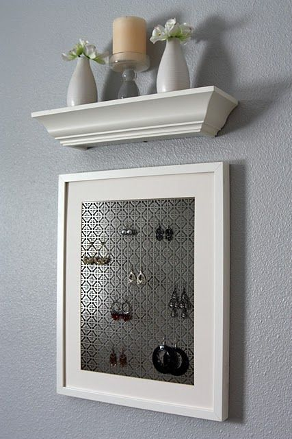 Earring display with decorative screening
