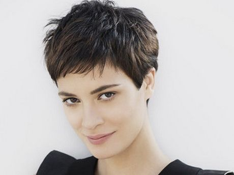 Coupe femme courte stylee