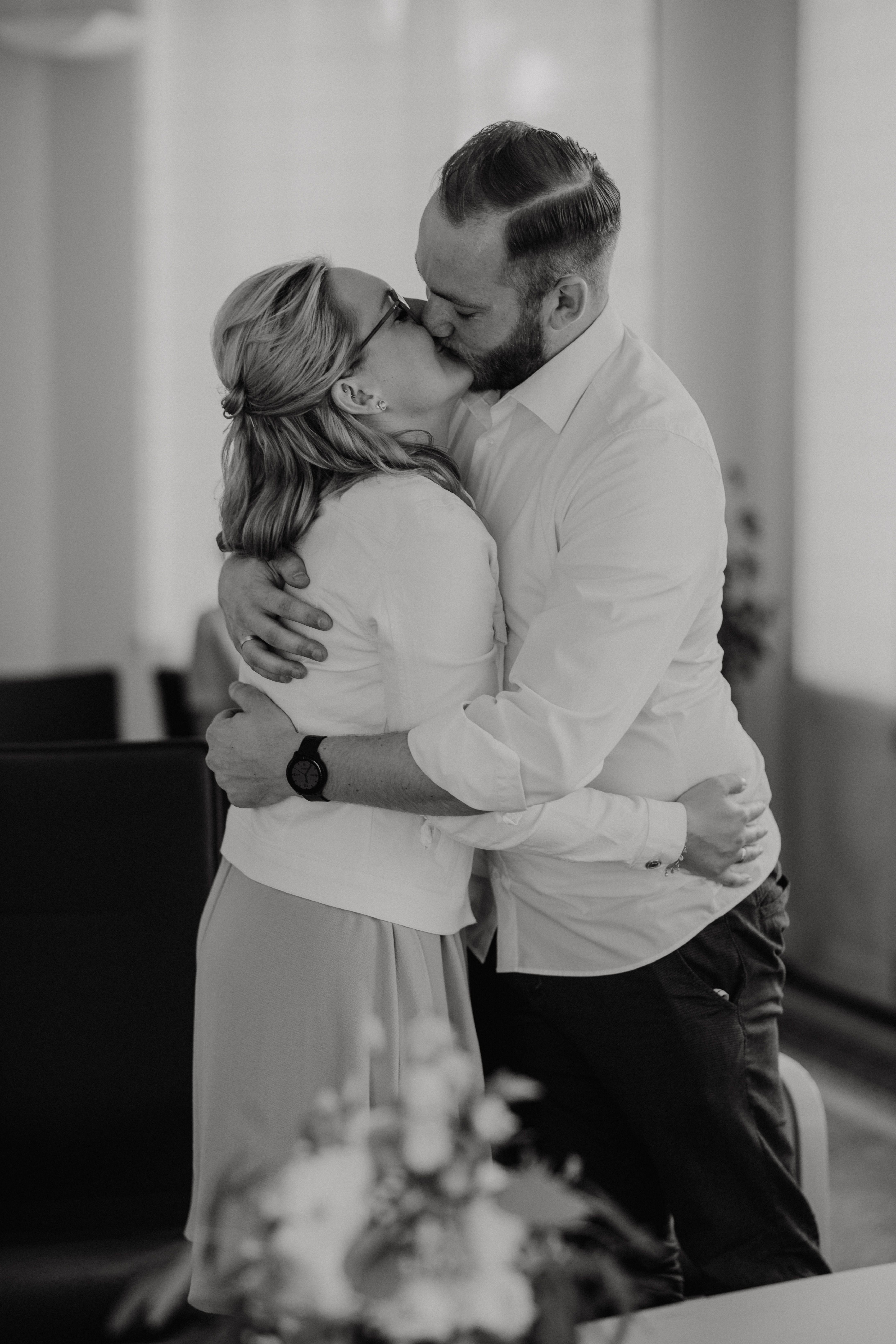 Heiraten Im Standesamt Iserlohn Naturliche Fotos Hochzeitsfotos Hochzeitsvideos Standesamtliche Trauung