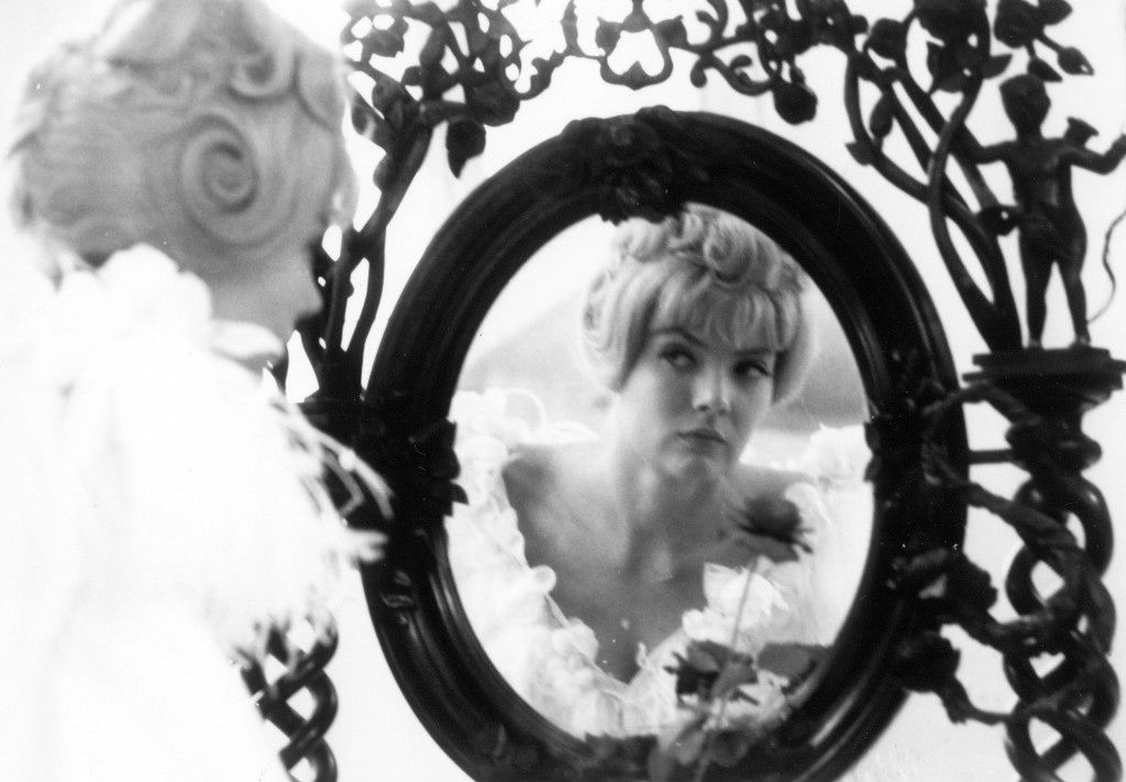Cleo From 5 7 Corinne Marchand Agnes Vardes Film Inspiration Agnes Varda Top 100 Films