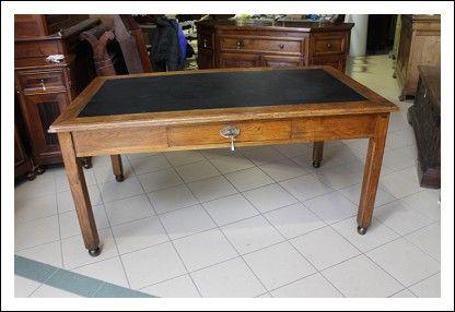tavolo Scrivania ministeriale da Ufficio anni 40, in castagno massello . Restaurata. Scrittoio