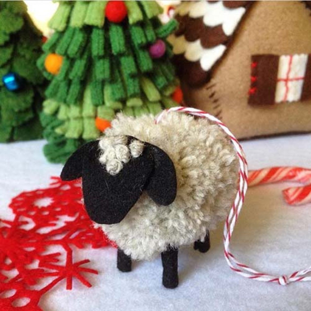 Pompom Pet Ornament Tutorial