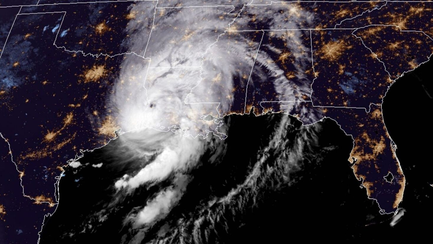 Hurricane Laura Brings Tornado Threat After Louisiana Landfall Lake Charles Severely Damaged In 2020 Storm Surge Lake Charles Threat