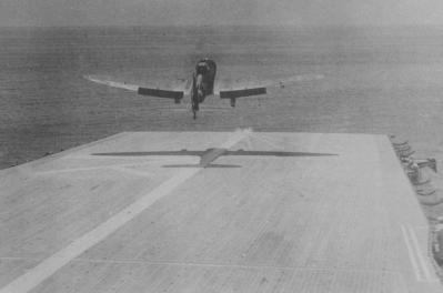 瑞鶴より発艦する九九式艦上爆撃機