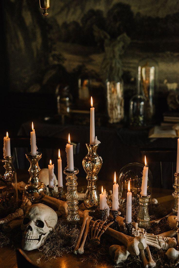 Elegant gruseliges Halloween-Dekor - Totenköpfe, Knochen und Quecksilberglas unter ... - #Elegant #gruseliges #HalloweenDekor #Knochen #Quecksilberglas #Totenköpfe #und #unter #eleganthalloweendecor